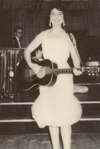 Laura Lee Perkins en una de sus actuaciones