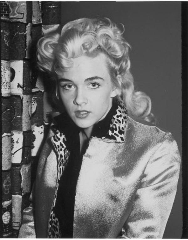 Sparkle Moore y su imagen mas propia de 1981 que de 1956