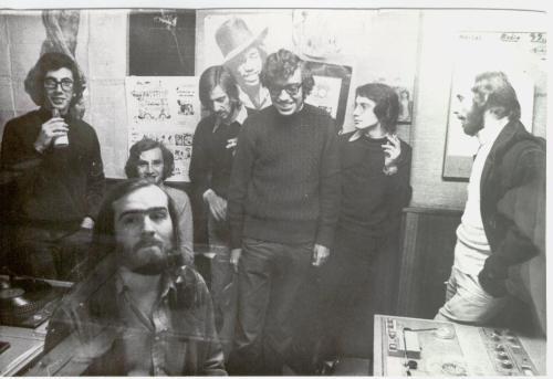Rock and roll radio. Gonzalo García Pelayo, en primer plano. Detrás, de derecha a izquierda, José María Goñi, José Luis Rubio, José Luis Preciados, Carlos T
