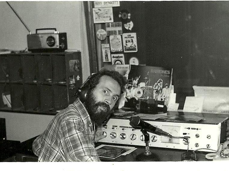 Rock and roll radio. Jesús Ordovás presentando a Los Ramones en Onda Dos.