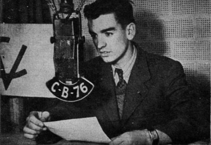 Rock and roll radio. Raúl Matas en su hábito radiofónico.