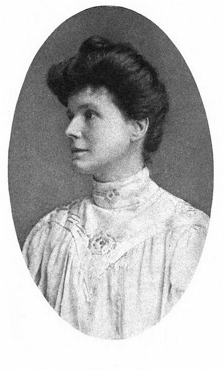 May Sinclair cuyo seudónimo es Mary Amelia St. Clair (1863 - 1946). Grandes autoras en la literatura de terror.