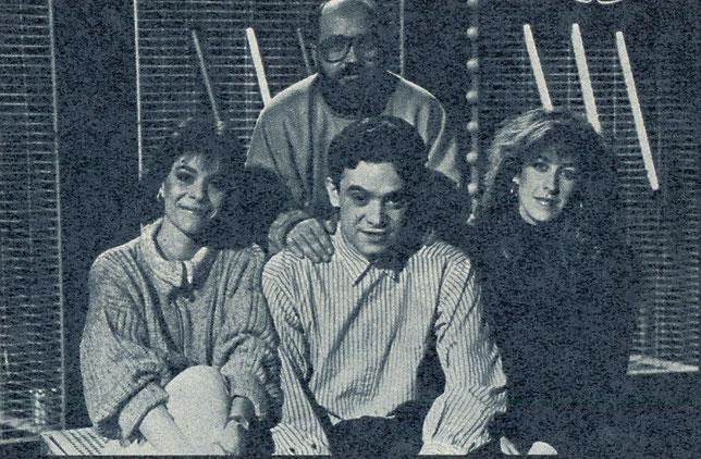 De pie Mauricio Romero, sentados Ana Arce, José Antonio Abellán y Silvia Abrisqueta. Música y televisión en España. Por Paco Burgos.